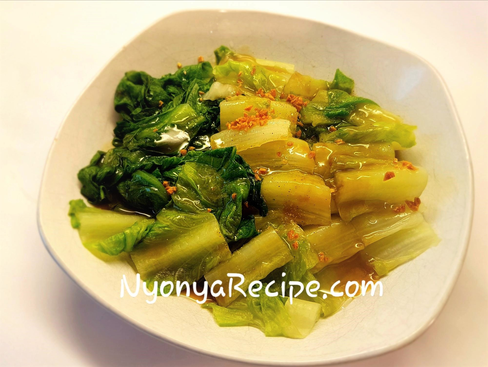 Lettuce with vegetable sauce