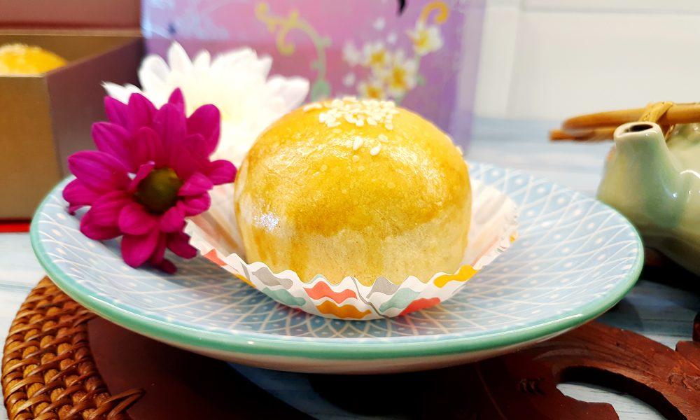 Shanghai moon cake served with tea.